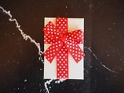 коробка подарочная с бантом в горошек